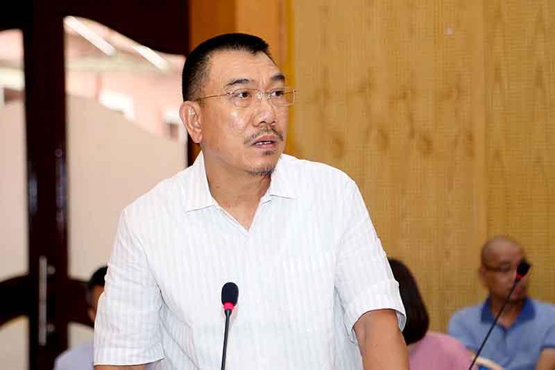 Ông Nguyễn Văn Công – Chủ tịch HĐQT CONINCO - thành viên đứng đầu liên danh CONINCO – NACO – ARUP – AEC phát biểu báo cáo tại Phiên họp.