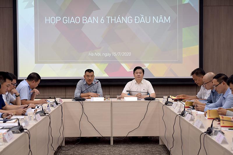 Ông Nguyễn Văn Công – Chủ tịch HĐQT và TS. Hà Minh – Tổng Giám đốc chỉ đạo hội nghị