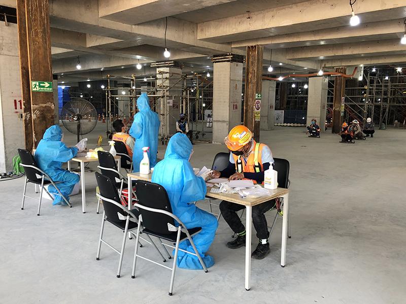 Người lao động tham gia dự án thực hiện đúng quy định 5K của Bộ Y tế và được xét nghiệm thường xuyên để đảm bảo an toàn trong mùa dịch