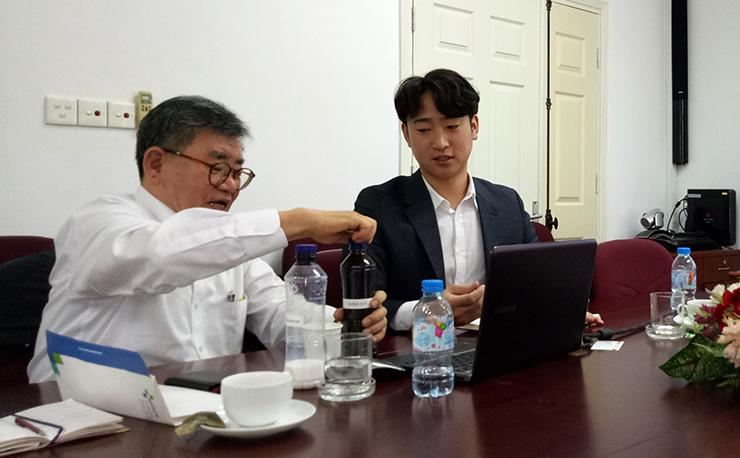 Doanh nghiệp Hàn Quốc thuyết trình về thành phần sản phẩm an toàn và thân thiện với môi trường