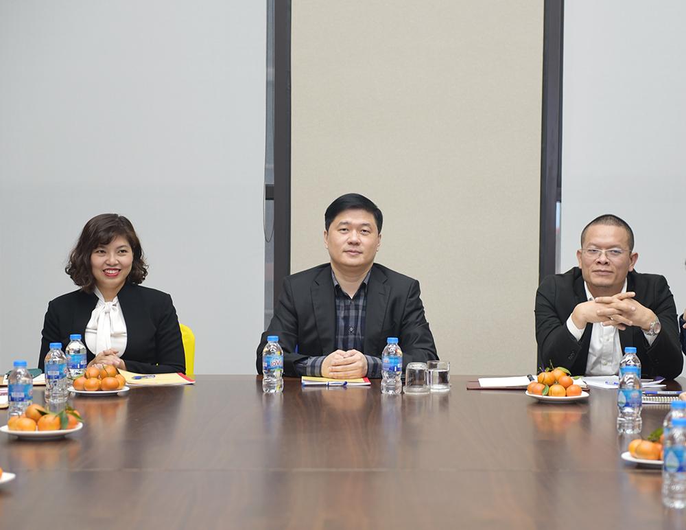 TS. Hà Minh – Tổng Giám đốc (giữa) chỉ đạo hội nghị