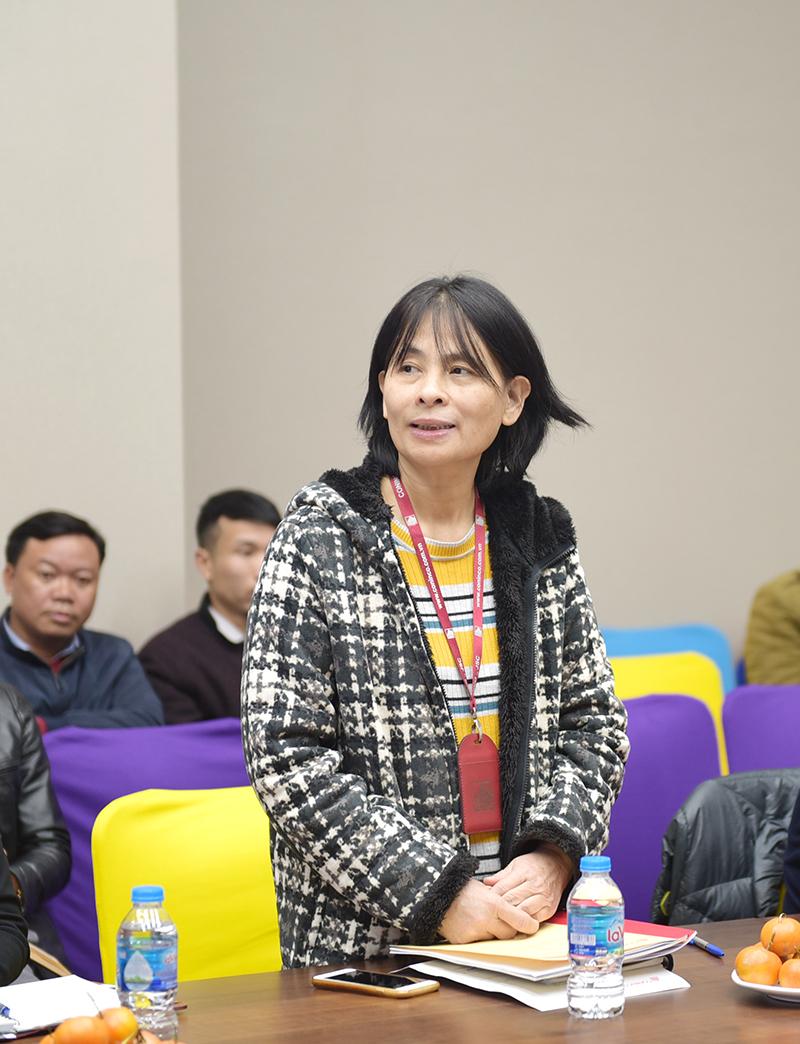 Bà Hồ Thị Hà – Đại diện Văn phòng Hội đồng quản trị phát biểu tại Hội nghị