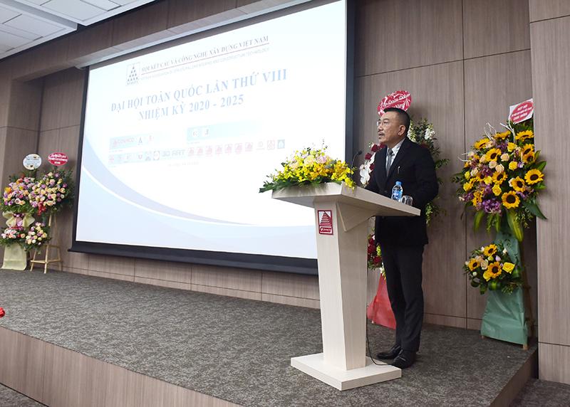 Ông Nguyễn Văn Công - Phó Chủ tịch kiêm Tổng thư ký Hội, Chủ tịch HĐQT CONINCO báo cáo kết quả thực hiện công tác nhiệm kỳ 2015-2020 và phương hướng hoạt động nhiệm kỳ 2020 -2025