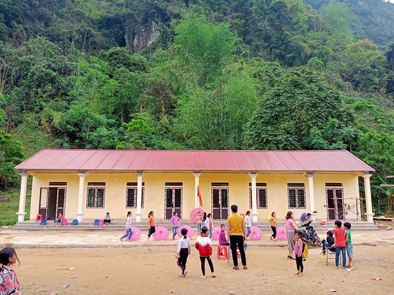 Sau 3 tháng gấp rút thi công, các em nhỏ tại điểm trường Nà Niệc đã có 1 ngôi trường khang trang, kiên cố