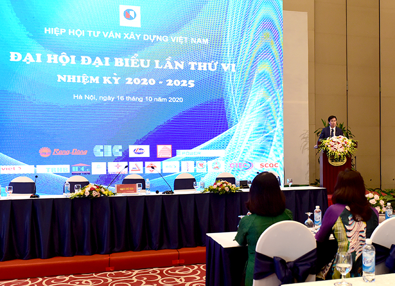 Thứ trưởng Bộ Xây dựng Nguyễn Tường Văn phát biểu chỉ đạo đại hội